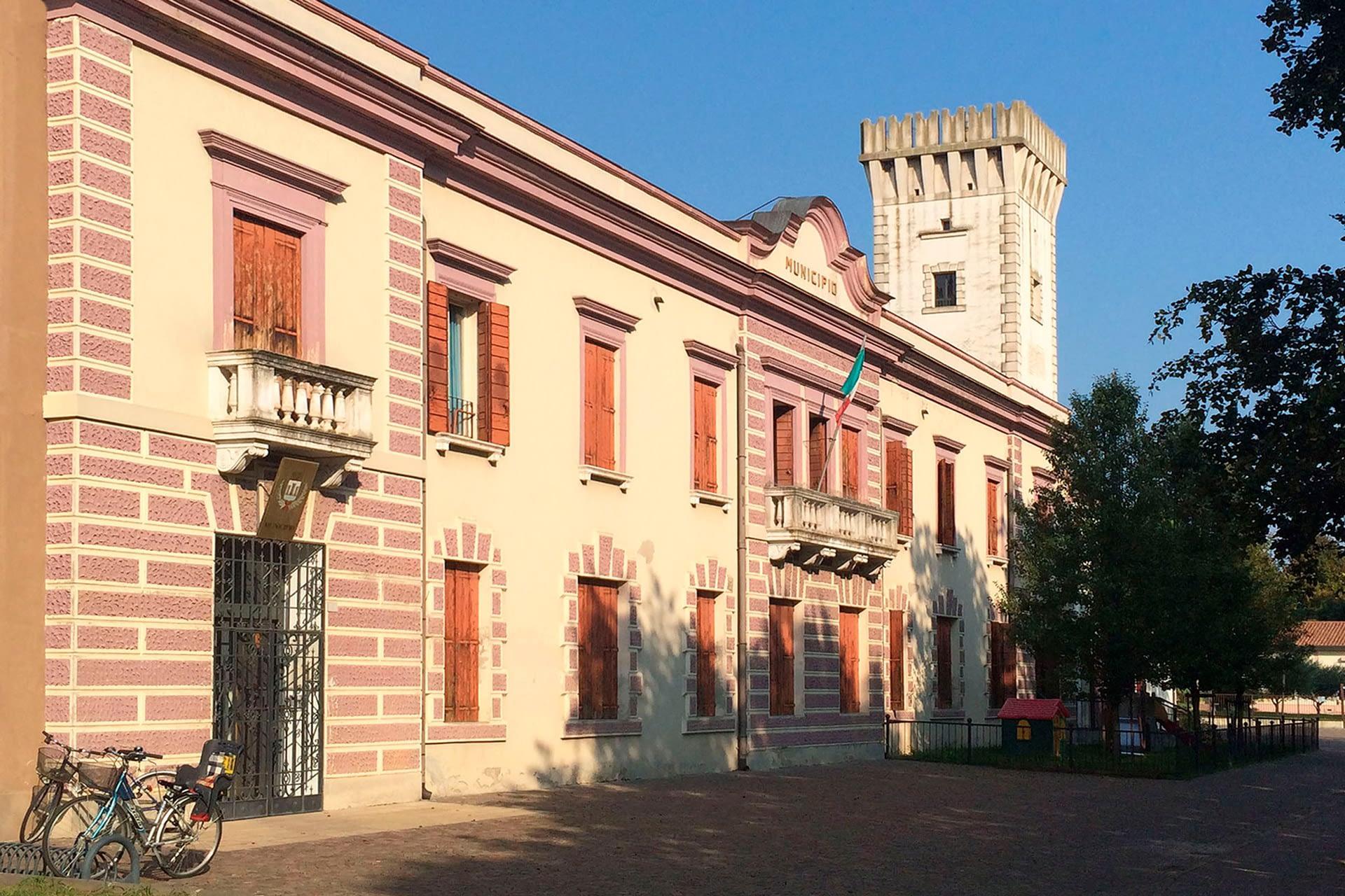 Tribano_Municipio e torre civica