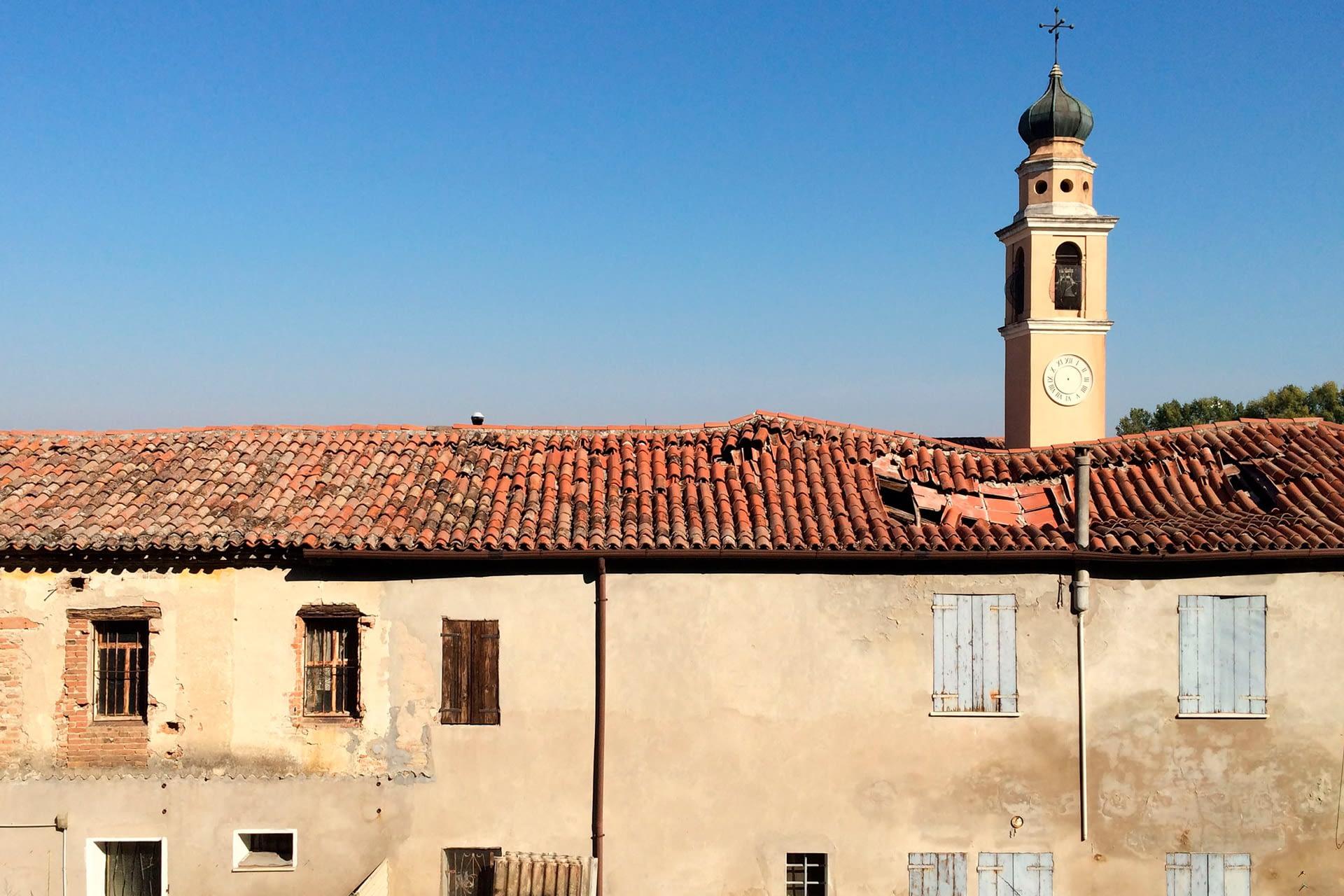 Anguillara Veneta_Casa e campanile della Chiesa a Borgoforte