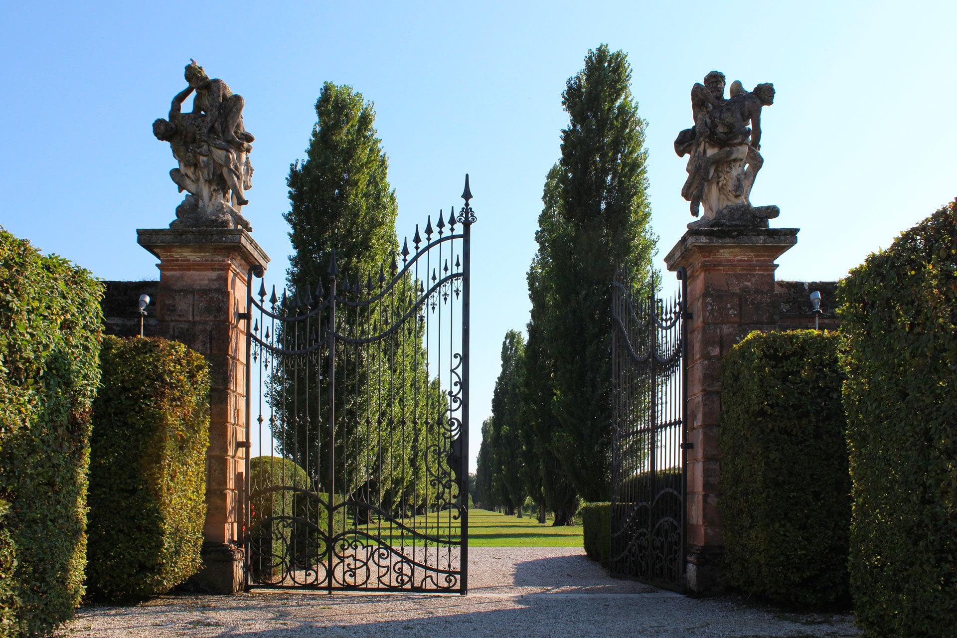 Bagnoli di Sopra_Cancello interno del giardino di Villa Widmann Borletti