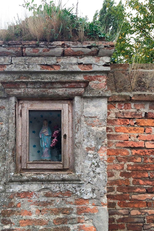 Bagnoli di Sopra_Capitello nel muro di cinta di Villa Scapin