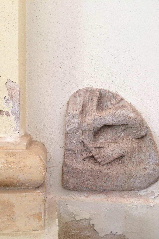 Anguillara Veneta_Bassorilievo nell'Oratorio del Capitello